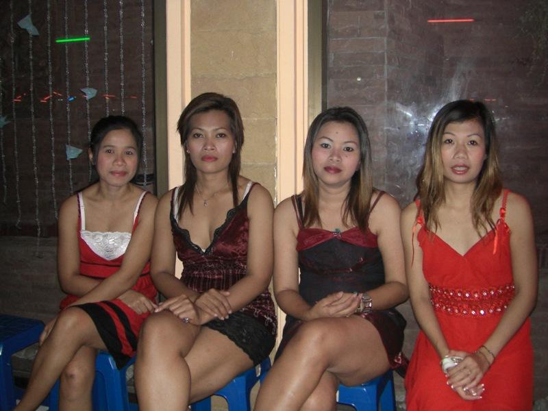 カンボジアのマッサージ通りの女が可愛すぎる  [753233902]YouTube動画>1本 ->画像>12枚